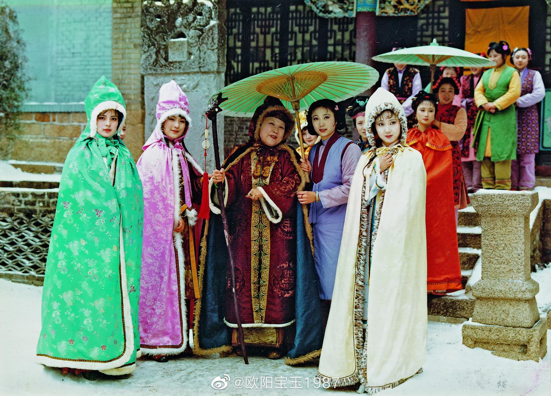 Trần Hiểu Húc(bận áo choàng trắng)