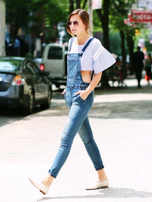Cùng phong cách những năm 2000, thập niên 1990 cũng đang trở lại làm xu hướng thời trang năm nay. Tín đồ của phong cách này không thể thiếu quần yếm - món đồ đặc trưng của thời kỳ đó.