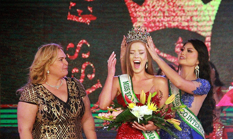 Gizzelle Uys (giữa) đăng quang Miss Eco International 2020. Ảnh: Missosology.