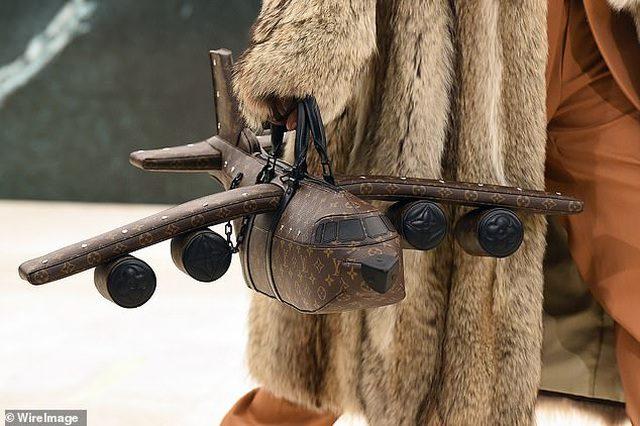 Túi hình máy bay của LV. Ảnh: WireImage.