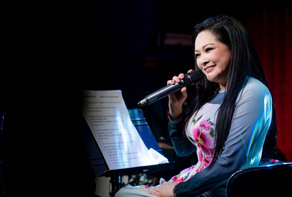 Ca sĩ Như Quỳnh hát ở một phòng trà tại TP HCM. Ảnh: Nhân vật cung cấp.
