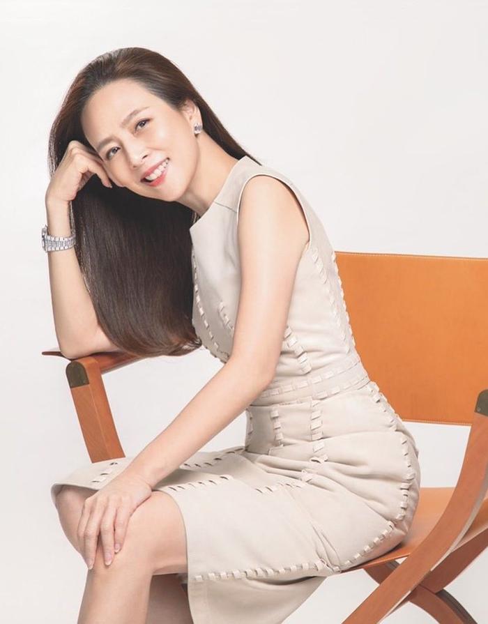 Gu mặc tuổi 55 của bông hồng bóng đá Thái Lan - 6