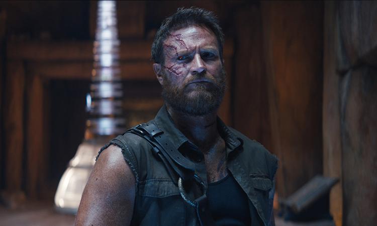 Nhân vật Kano (Josh Lawson đóng) tạo điểm nhấn nhờ những câu thoại ngổ ngáo, châm biếm trong phim. Ảnh: CGV.