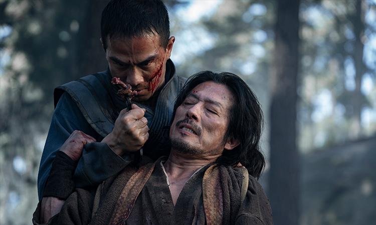 Bên cạnh câu chuyện về nhân vật chính Cole Young, Mortal Kombat cũng tập trung giải thích mối thù giữa Sub-Zero (trái) và Scorpion, hai nhân vật biểu tượng của tựa game. Ảnh: CGV.