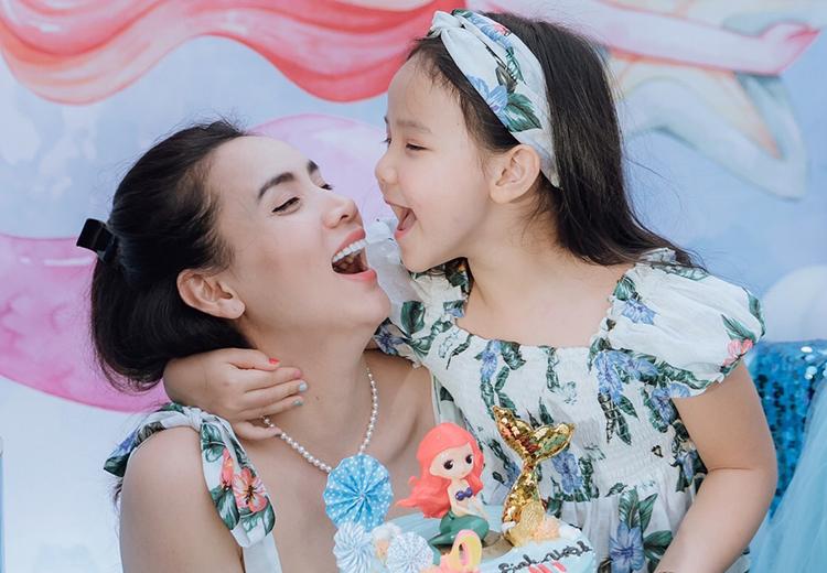 Trang Nhung bên con gái Khánh Linh - tên thân mật là Vani - trong tiệc sinh nhật. Ảnh