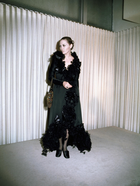 Diễn viên Faye Dunaway trong bộ đầm xếp bèo của Theadora Van Runkle năm 1968. Ảnh: