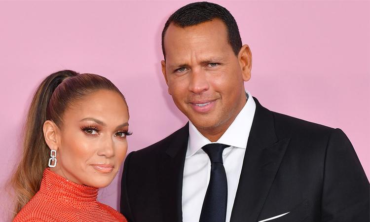 Jennifer Lopez (trái) và Alex Rodriguez. Ảnh: AFP.