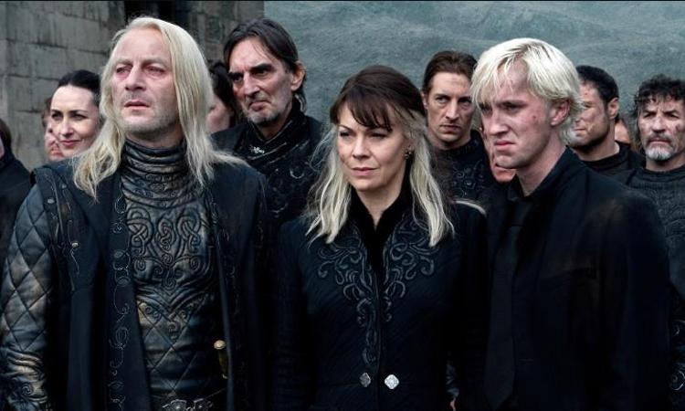 Helen McCrory (hàng đầu, giữa) trong Harry Potter. Ảnh: Warner Bros.