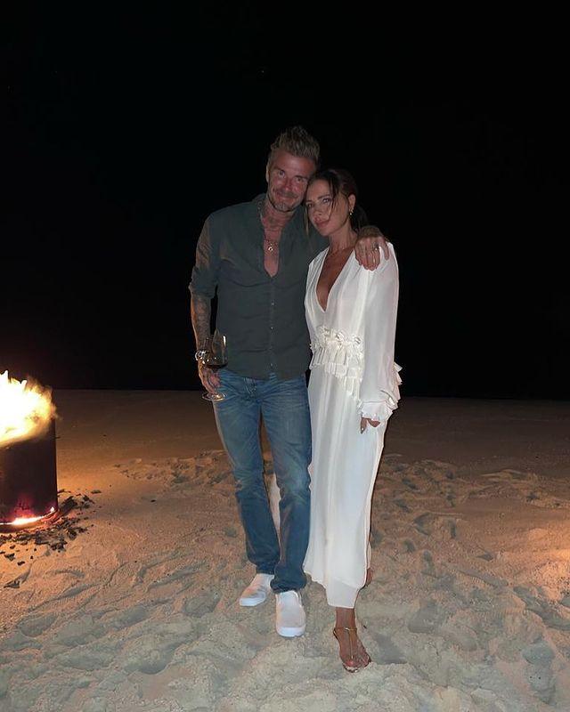 Vợ chồng Victoria Beckham ôm nhau trong buổi sinh nhật. Ảnh: Instagram  Victoria Beckham.
