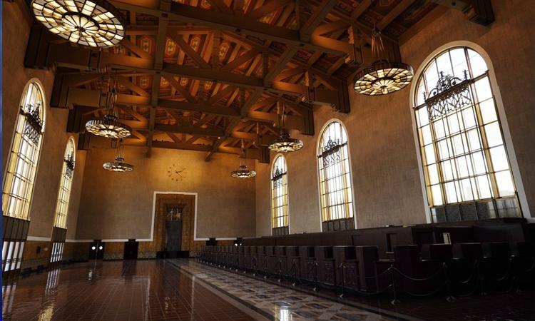 Hội trường nhà ga Union Station, một trong hai địa điểm tổ chức lễ trao giải Oscar 2021. Ảnh: AP.