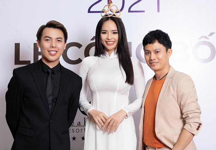 Từ trái qua: Ông Phạm Duy Khánh (trái) - trưởng ban tổ chức cuộc thi - bên nhà thiết kế Ngô Nhật Huy - giám khảo. Ảnh: Châu Châu.