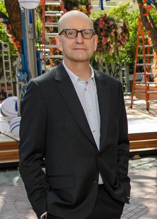 Steven Soderbergh, nhà sản xuất Oscar 2021, từng dạo diễn phim Contagion (2011). Ảnh: ABC.