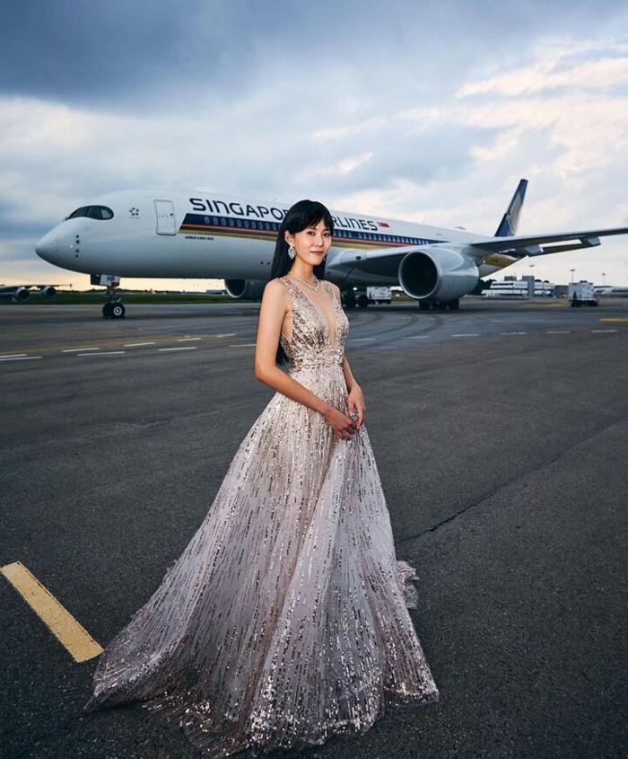 Hoàng Tư Điềm chọn đầm khoét ngực của Nicole + Felicia.