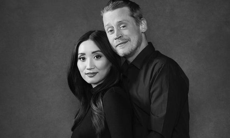 Hôm 12/4, cô sinh con đầu lòng với bạn trai Macaulay Culkin, diễn viên nhí nổi tiếng một thời trong loạt phim Home Alone. Cặp sao hẹn hò từ giữa năm 2017, hiện sống chung tại bang California nhưng không kết hôn.
