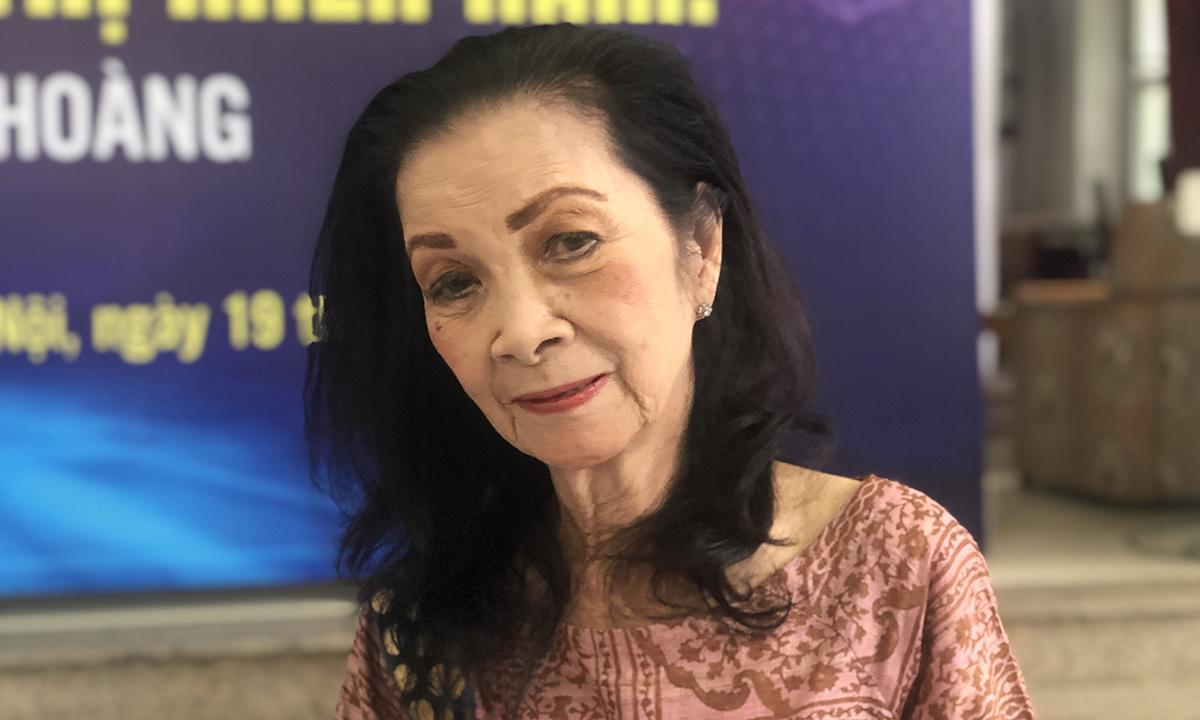 Nhà văn Nguyễn Thị Hoàng ở buổi tọa đàm. Ảnh: Hà Thu.