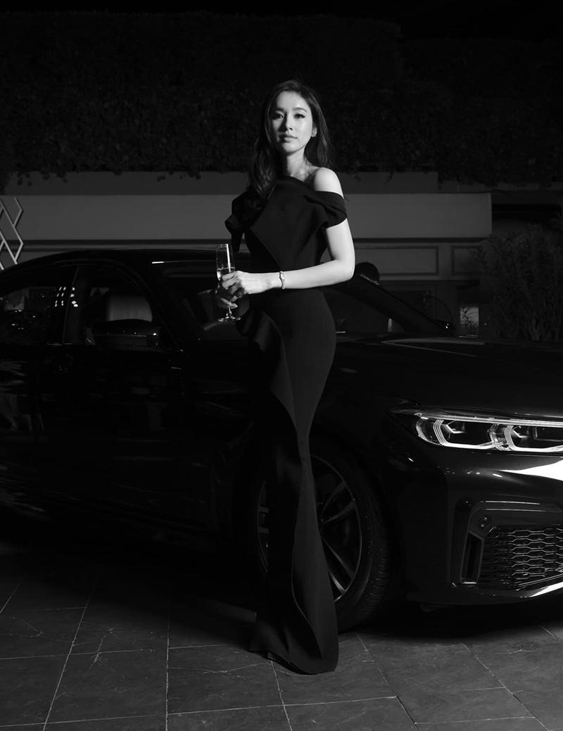 Người đẹp quảng cáo cho nhiều thương hiệu xe hơi, mỹ phẩm, quần áo.