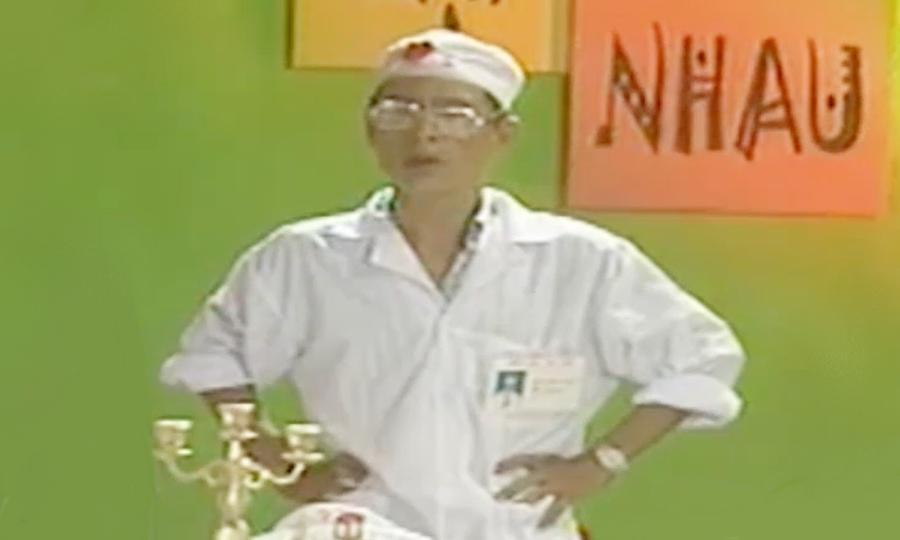 Nhà thơ Hoàng Nhuận Cầm trong tạo hình bác sĩ Hoa Súng. Ảnh: VFC.