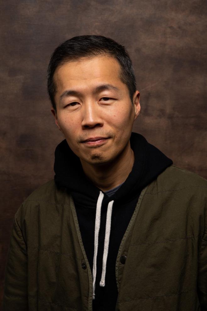 Đạo diễn, biên kịch Minari Lee Isaac Chung. Ảnh: Jay L. Clendenin/Los Angeles Times.