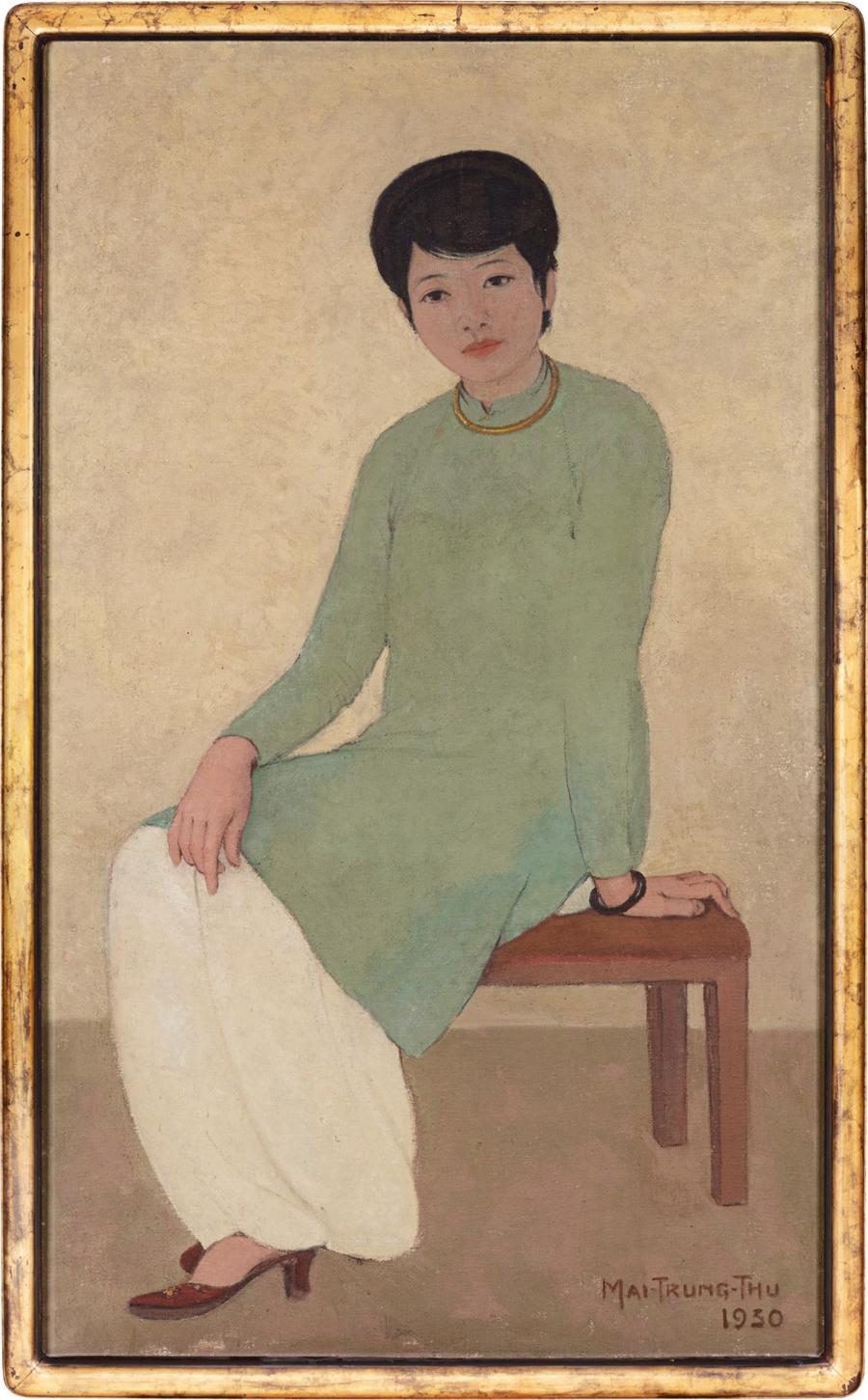 Bức Portrait of Mademoiselle Phuong (Chân dung cô Phương) của Mai Trung Thứ trở thành tác phẩm hội họa đắt nhất của mỹ thuật Việt khi đạt 3,1 triệu USD trong phiên đấu giá tại Hong Kong hôm 18/4. Tác phẩm gói gọn tình cảm của danh họa dành cho Phương - một phụ nữ Hà Nội, được cho là người tình của ông. Tranh sơn dầu được vẽ năm 1930, kích thước 135,5 x 80cm, khi ông đang là giáo viên dạy vẽ tại trường Lycée Francais de Hue (Trung học Pháp tại Huế).Mai Trung Thứ là họa sĩ nổi tiếng của nền mỹ thuật hiện đại Việt Nam những năm đầu thế kỷ 20. Ông tốt nghiệp khóa đầu tiên của Cao đẳng Mỹ thuật Đông Dương (1925-1930). Phần lớn cuộc đời ông sống và hoạt động nghệ thuật tại Pháp. Ông cùng Vũ Cao Đàm, Lê Thị Lựu, Lê Phổ được mệnh danh tứ kiệt trời Âu của nền hội họa Việt Nam (Phổ - Thứ - Lựu - Đàm). Ảnh: Sotheby.
