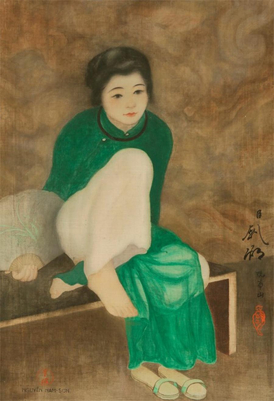 Trong phiên đấu giá Họa sĩ Á châu - Họa sĩ đương đại Trung Quốc - Tranh thế kỷ 19 - Ấn tượng và hiện đại do Aguttes tổ chức tháng 10/2018, tranh lụa Thiếu nữ cầm quạt (Tonkinoise à l'éventail) của Nam Sơn được gõ búa với giá 440.000 Euro (gần 12 tỷ đồng). Đây là số tiền lớn nhất cho một tác phẩm của họa sĩ Nam Sơn từ trước đến nay trên thị trường tranh thế giới. Nam Sơn tên thật là Nguyễn Vạn Thọ (1890 - 1973), là một trong những họa sĩ đầu tiên của nền hội họa đương đại Việt Nam. Ông từng theo học Mỹ thuật Quốc gia Paris. Ông là đồng sáng lập Cao đẳng Mỹ thuật Đông Dương, đồng thời giảng dạy môn Đồ họa và trang trí. Ảnh: Aguttes.
