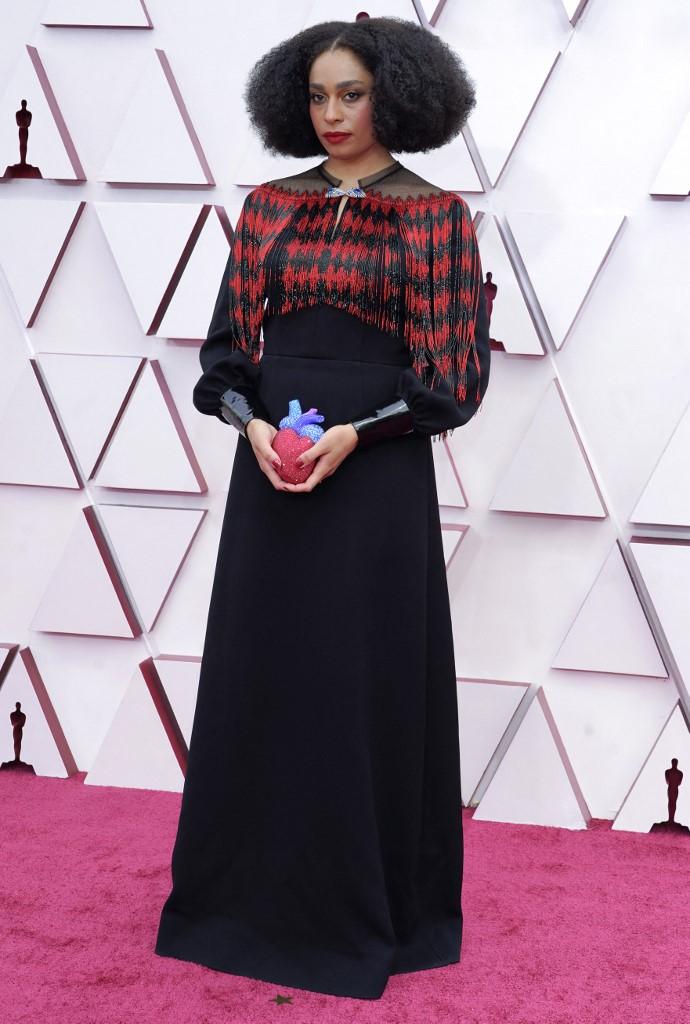Nhạc sĩ Mỹ đi dép mạ vàng dự Oscar