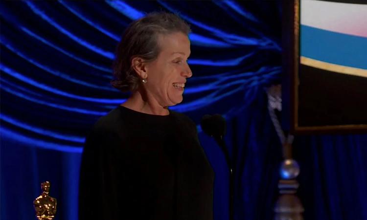 Nữ diễn viên Frances McDormand và đoàn phim Nomadland thắng lớn với các giải phim hay nhất, nữ diễn viên, đạo diễn xuất sắc. Ảnh: NY Times.