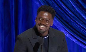 Những khoảnh khắc hài hước tại Oscar 2021