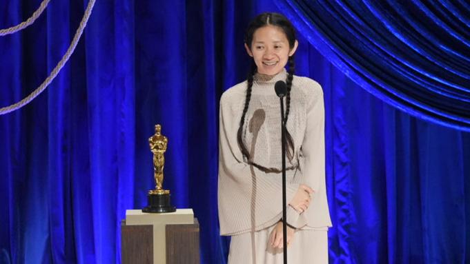 Chloé Zhao nhận giải Oscar. Ảnh: ABC.