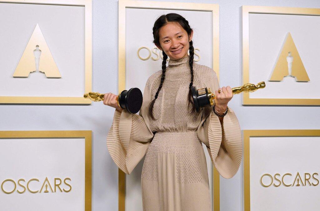 Chloé Zhao tại Oscar. Ảnh: New York Times.