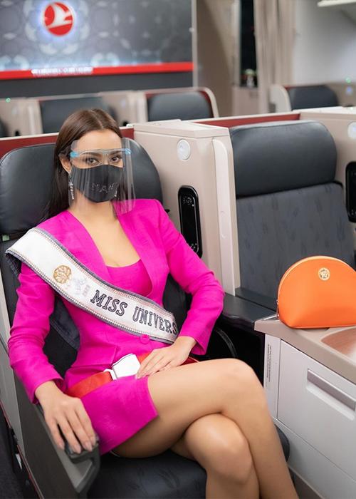 Trên mạng xã hội, Obdam cho biết háo hức khi được đến Mỹ dự thi Miss Universe. Cô nói không lo lắng và cảm ơn những người đã giúp hành trình của mình thành hiện thực.