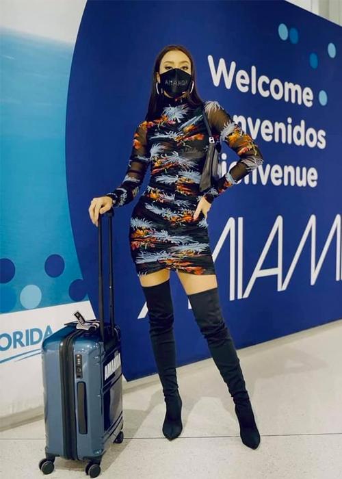 Ngày 29/4, người đẹp Thái Lan hạ cánh tại sân bay Miami, Mỹ, bắt đầu hành trình chinh phục vương miện Miss Universe 2020.