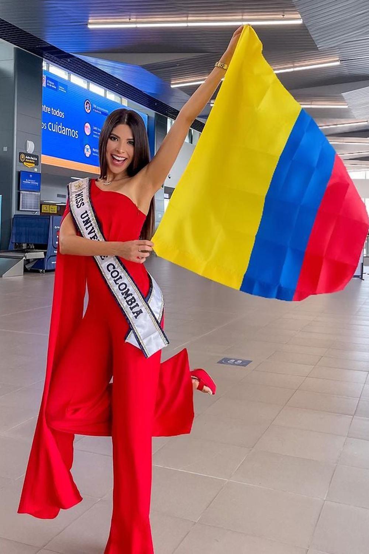 Hoa hậu Colombia - Laura Olascuaga chọn bộ bodysuit với thiết kế lệch vai. Cô nằm trong nhóm thí sinh được đánh giá cao với hình thể 1,8m, số đo 90 - 60 - 92 cm. Năm 2018, cô từng đoạt danh hiệu Á hậu 1 tại Miss Colombia nhưng xin trả lại vương miện sau một thời gian ngắn vì lý do cá nhân. Cô từng tốt nghiệp ngành Báo chí và Truyền thông Xã hội tại đại học Del Norte, hiện làm người mẫu chuyên nghiệp, có hơn 72 nghìn người theo dõi trê Instagram.