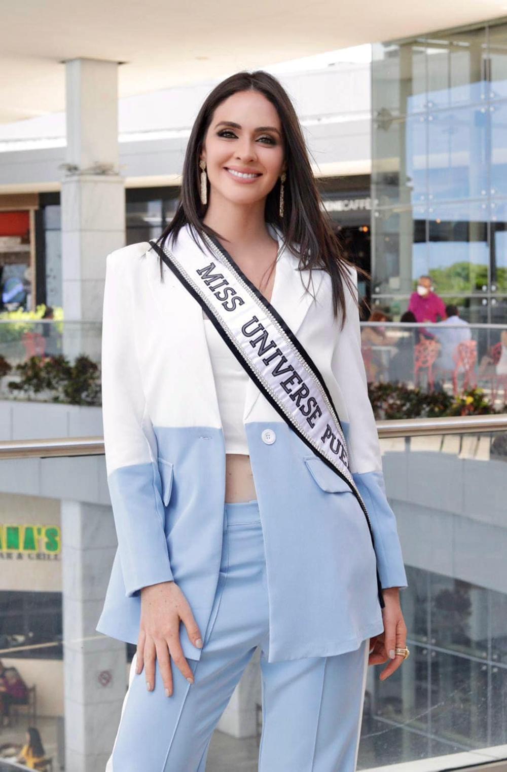 Hoa hậu Puerto Rico - Estefania Soto kết hợp vest với crop-top.