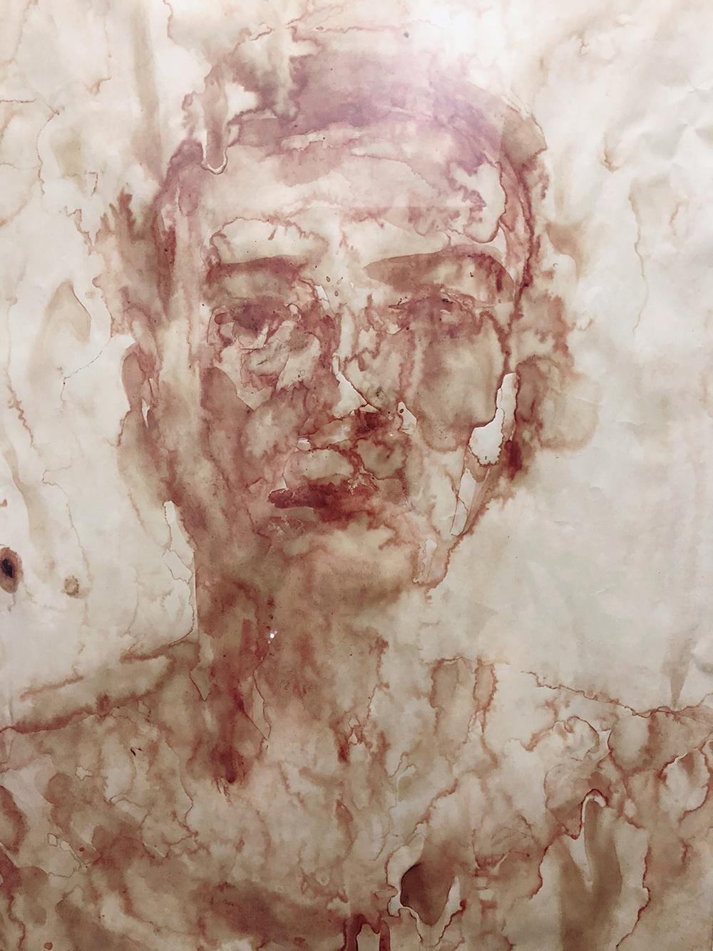 Tranh chân dung vẽ bằng máu của Wowy tại triển lãm tối 24/4. Ảnh: Mai Nhật.