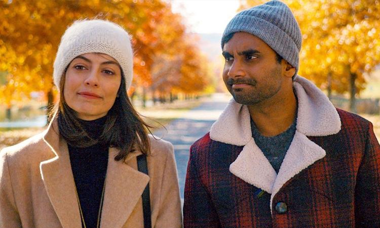 Aziz Ansari (phải) sản xuất và đóng chính series Master of None. Ảnh: Netflix.