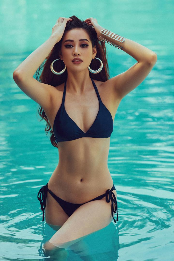 Người đẹp chọn bikini tối giản để tôn đường cong cơ thể. Ảnh: Nguyễn Long.