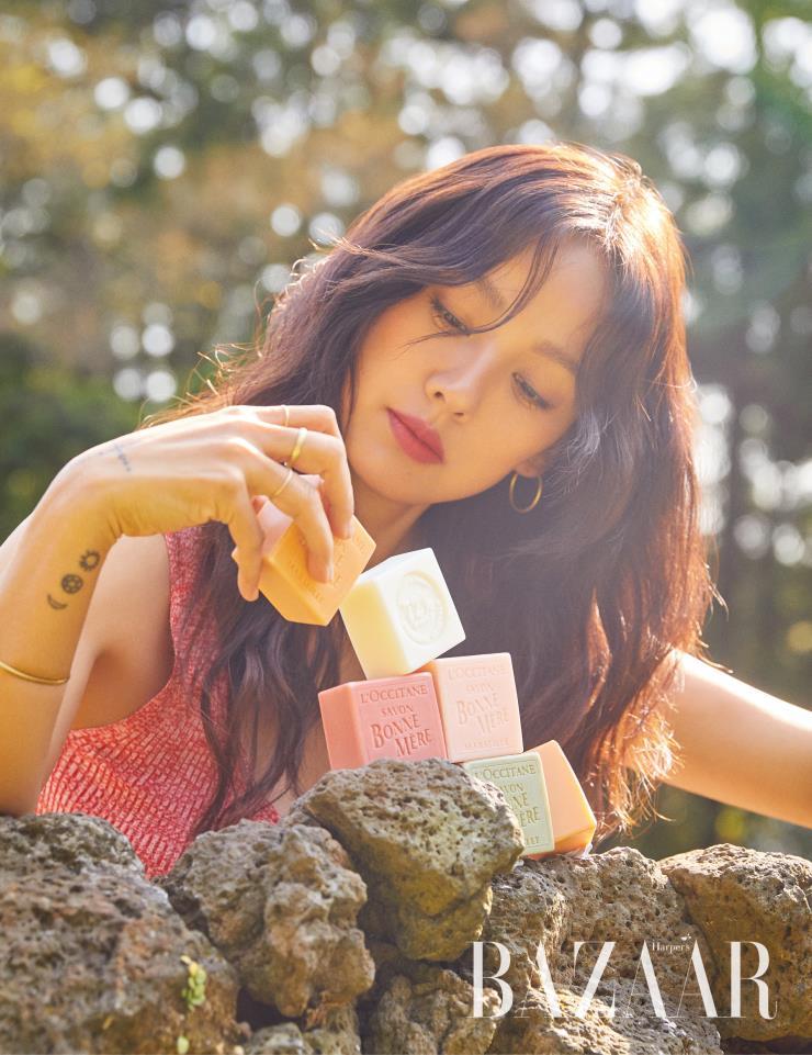Loạt ảnh mới của Hyori được chụp tại đảo Jeju. Ảnh: Harpers Bazaar.