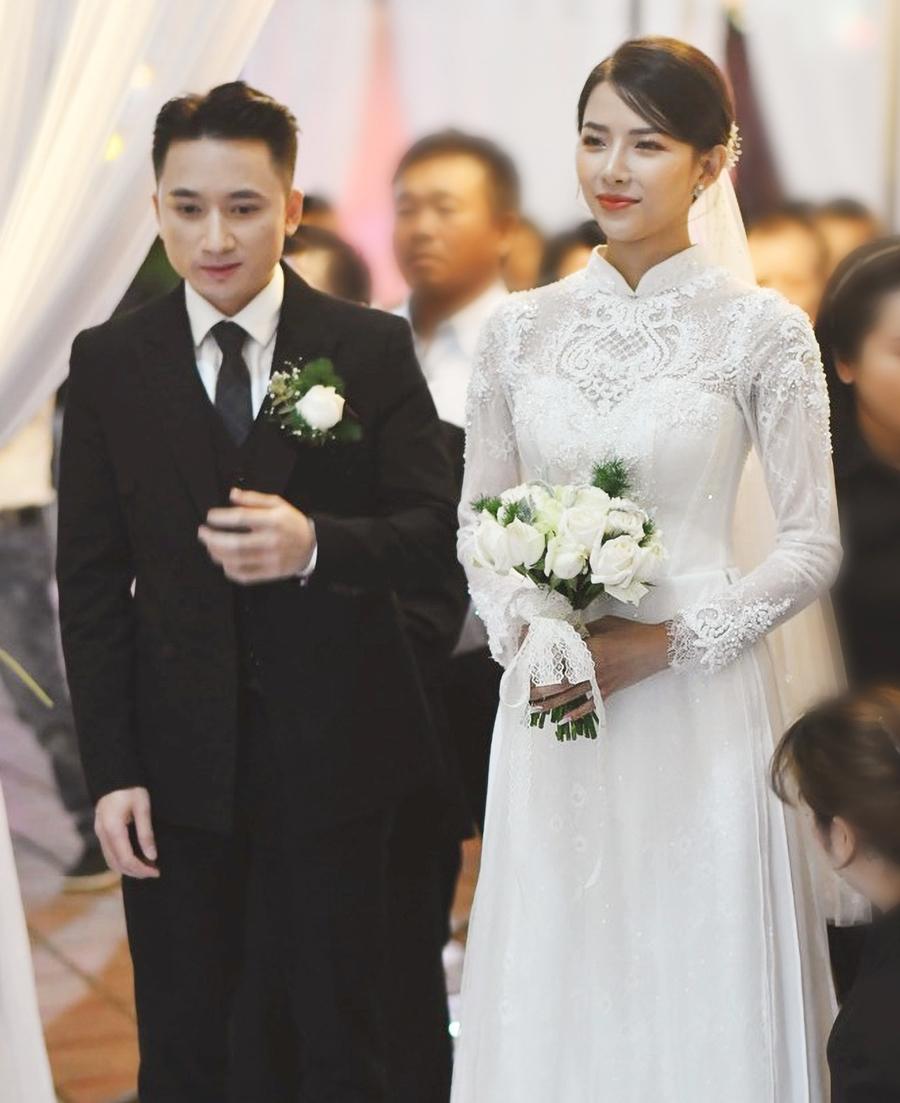 Phan Mạnh Quỳnh và Khánh Vy trong lễ hôn phối tại Nghệ An. Ảnh: Êkíp Linh Nga.