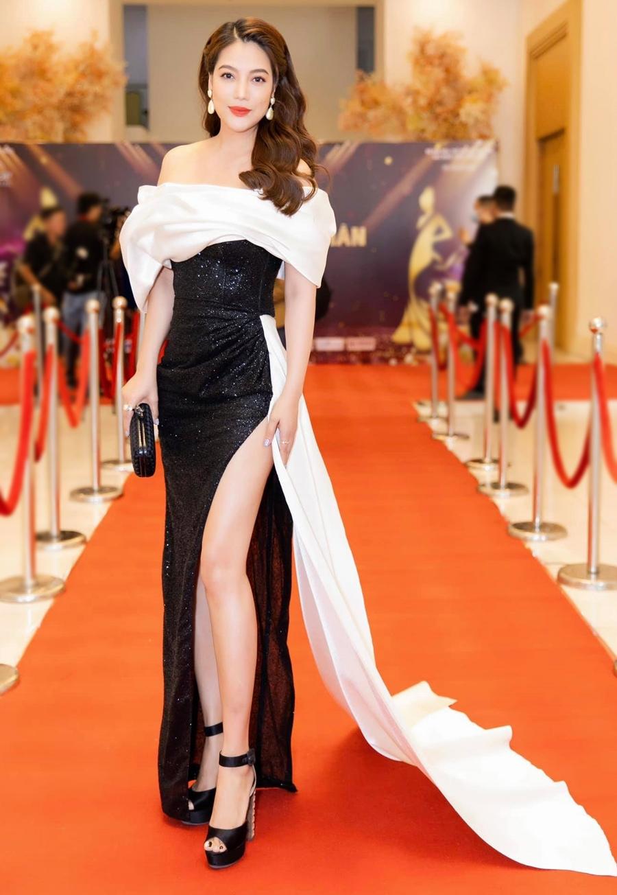 [Caption] Trang phục của nhà thiết kế Nguyễn Minh Tuấn khi tham dự sự kiện họp báo Nữ hoàng doanh nhân Đất Việt 2021 hôm 22/3. ảnh: Trần Đạt