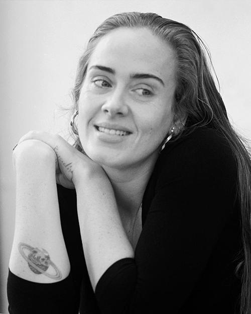Adele đăng ảnh mặt mộc trong sinh nhật tuổi 33. Ảnh: Adele Instagram.