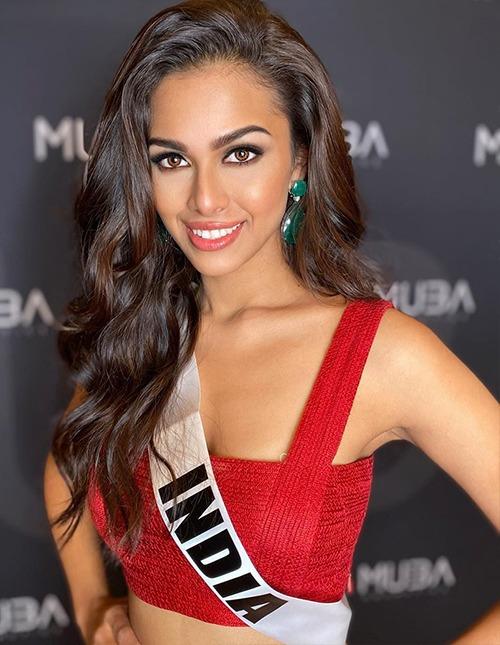 Người đẹp Ấn Độ Adline Castelino diện áo hai dây màu đỏ cho ngày thi thứ hai. Nhiều chuyên trang sắc đẹp kỳ vọng Adline Castelino giúp Ấn Độ tìm lại phong độ tại Miss Universe. Nước này từng hai lần có người đẹp đăng quang, vào năm 1994 và 2000. Ảnh: Adline Castelino Instagram.
