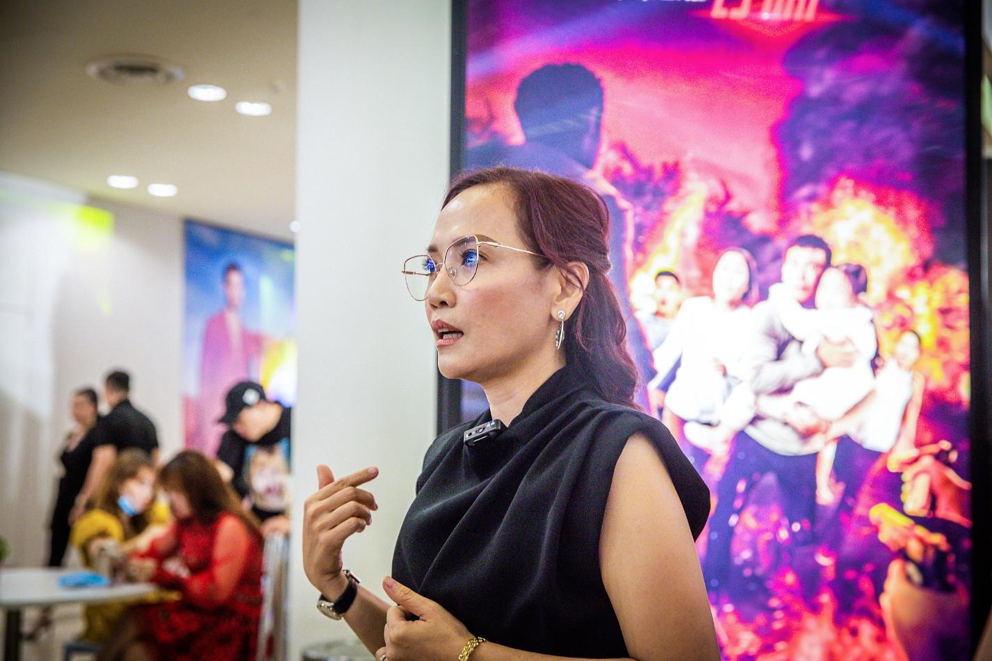 Bà Lý Thanh Phong, đại diện Công ty TNHH Thadan 3DX Global - đơn vị thực hiện poster 3D cho Lật mặt: 48H.