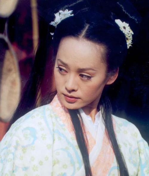 Trong Tào Tháo và Thái Văn Cơ (2002), Ninh Tịnh hóa thân Điêu Thuyền cá tính mạnh, năng động hoạt bát và mang chút tà khí.