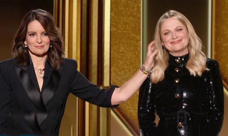 Tina Fey (trái) và Amy Poehler dẫn chương trình Quả Cầu Vàng 2021 hồi tháng 2. Ảnh: Telegraph.