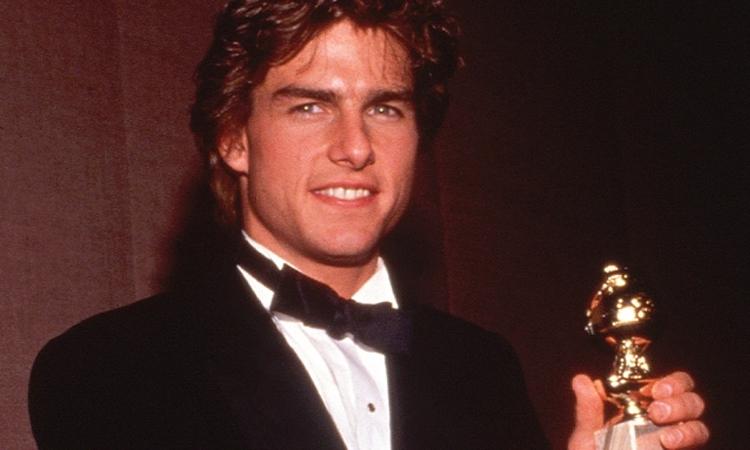 Tom Cruise nhận giải nam chính Quả Cầu Vàng năm 1990 với phim