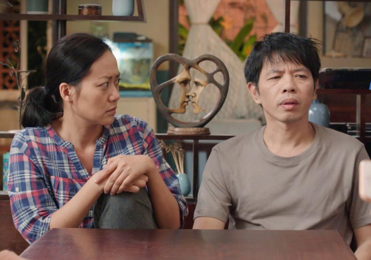 Hồng Ánh (trái) và Thái Hòa trong phim. Ảnh: Vie.