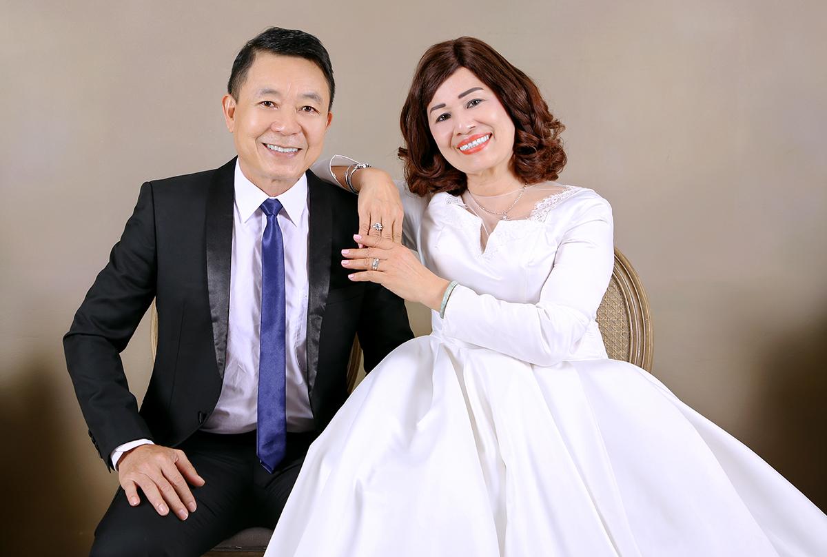 Vợ chồng Đăng Khôi mừng ngày cưới của bố mẹ