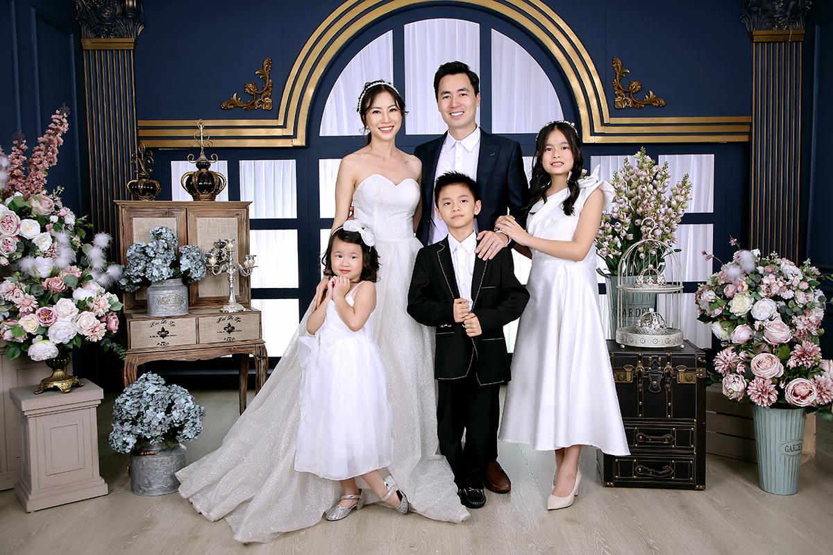 Vợ chồng Đăng Khôi mừng ngày cưới của bố mẹ  - 1