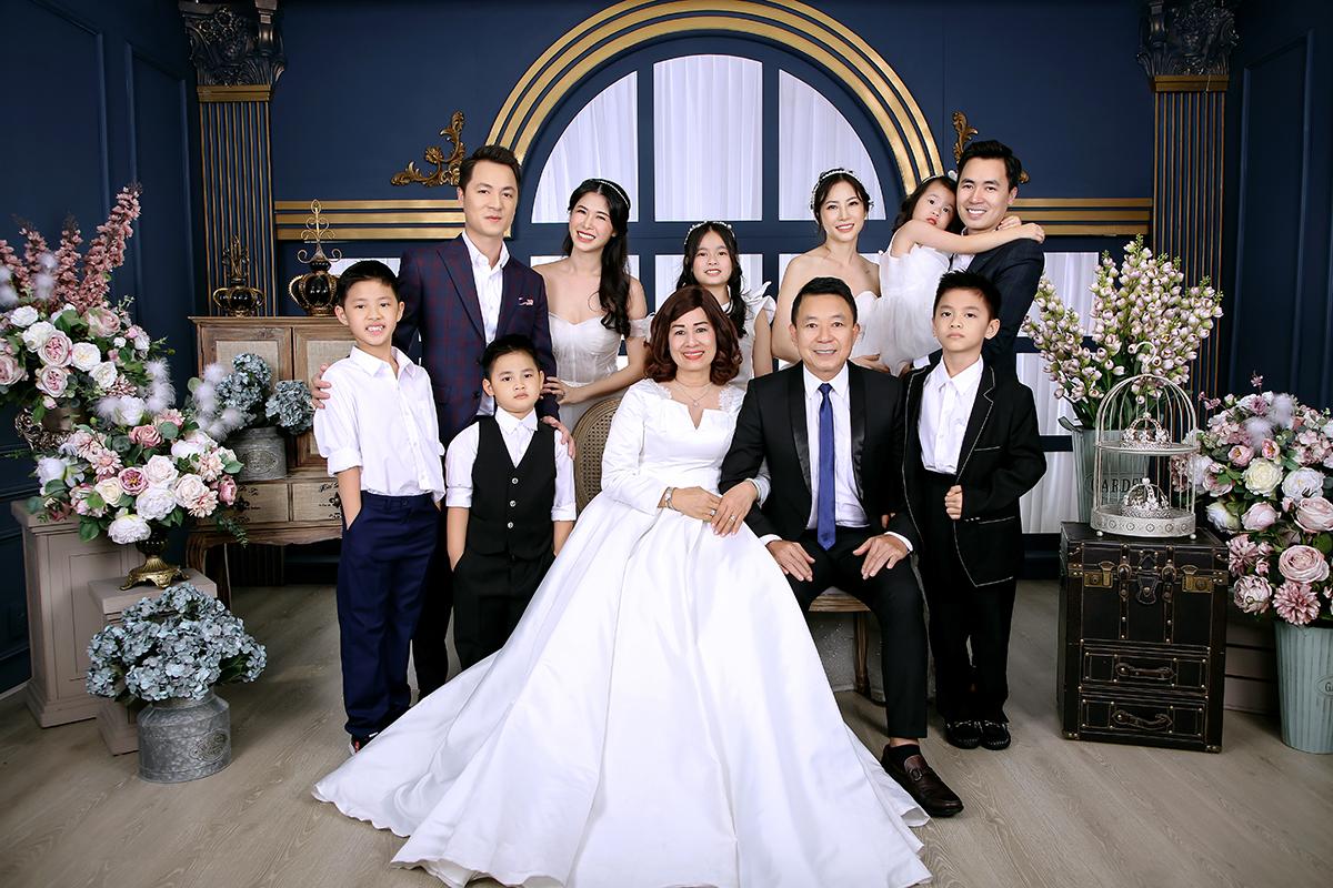 Vợ chồng Đăng Khôi mừng ngày cưới của bố mẹ  - 2
