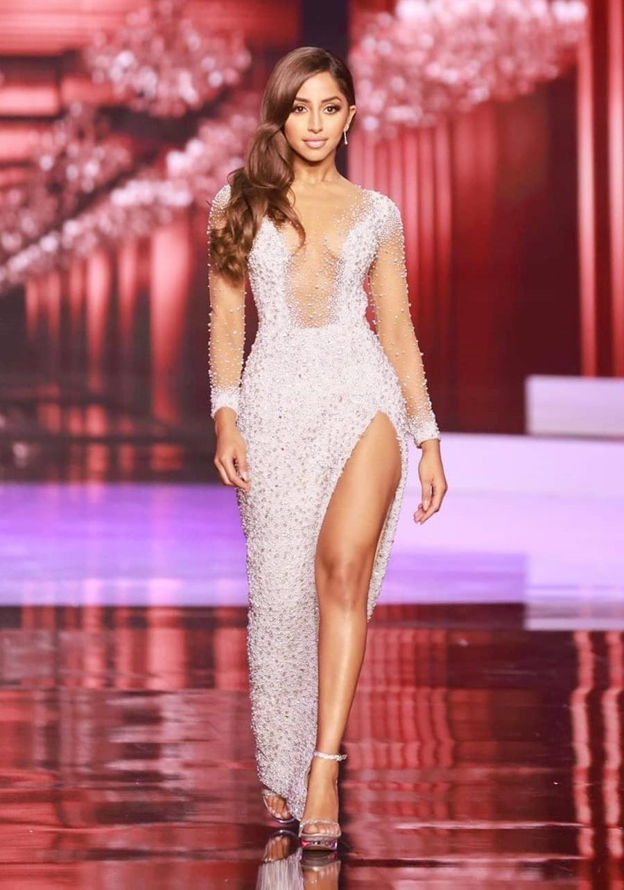 Hoa hậu Maria Thattil - đại diện Australia ở Miss Universe 2020 - ghi điểm nhờ khuôn mặt đẹp với đôi mắt to, sống mũi cao thanh tú và bờ môi dày gợi cảm. Cô sinh năm 1993 tại Melbourne trong gia đình có cha mẹ là người Ấn Độ. Cô cao 1,6 m - thấp nhất trong các thí sinh tại cuộc thi năm nay. https://vnexpress.net/hoa-hau-thap-nhat-o-miss-universe-2020-4277014.html